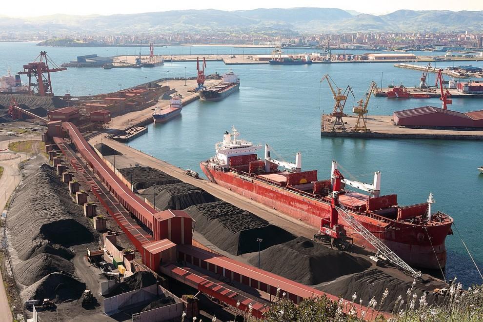 Cuatro ex altos cargos de Puertos del Estado afrontan un juicio por fraude en la ampliación del puerto de Gijón