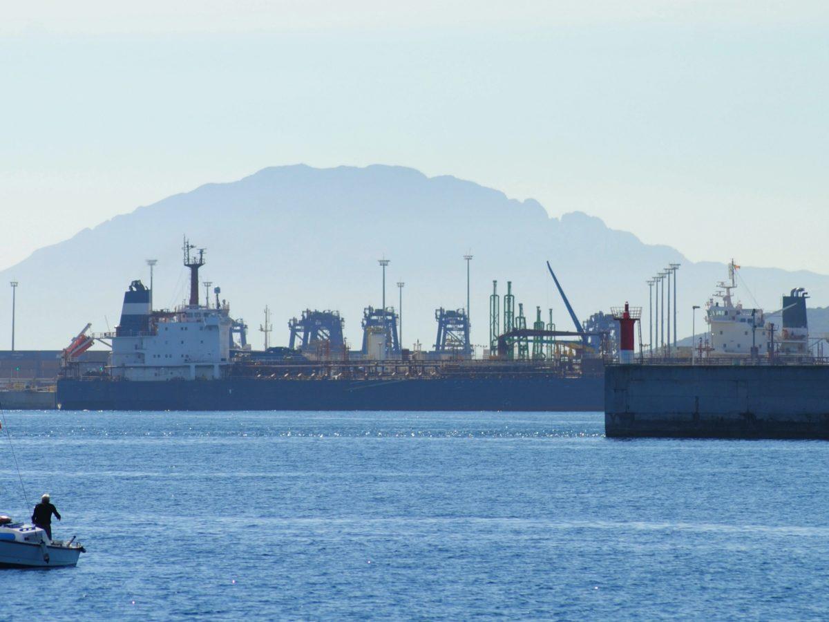 La Capitanía Marítima del puerto de Algeciras mantiene su «férreo marcaje» al azufre de los combustibles