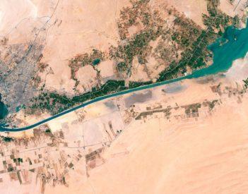 Las reaseguradoras asumirán la mayor parte de los costos de la puesta a tierra del Canal de Suez