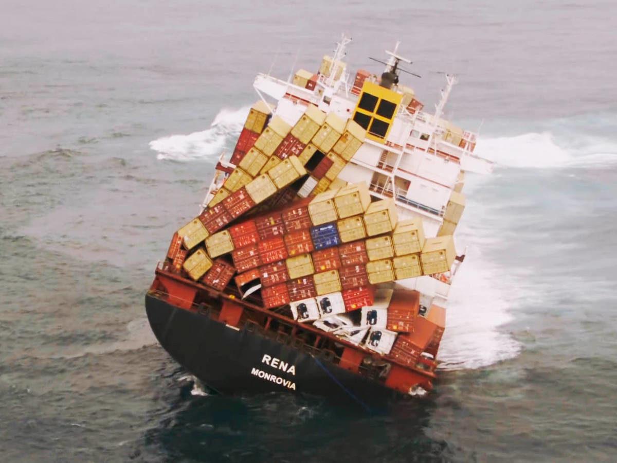 Patitos de goma y coches de lujo: el extraño mundo de los 'containers' perdidos en alta mar